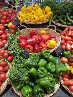 Présentation poivrons : rouge, jaune, vert