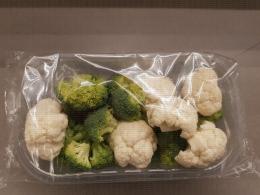 Chou fleur et chou brocoli découpés sous emballage