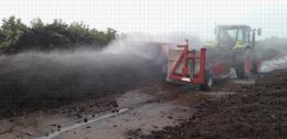 Plateforme de compostage, Centre Ctifl de Lanxade (24) - Retournement d'andain, la température avoisine les 80°C