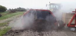 Plateforme de compostage, Centre Ctifl de Lanxade (24) - Retournement d'andain : la température du compost avoisine les 80°C