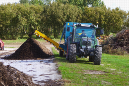 Plateforme de compostage, Centre Ctifl de Lanxade (24) - Confection d'un andain de compost