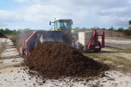 Plateforme de compostage, Centre Ctifl de Lanxade (24) - Retournement d'andain