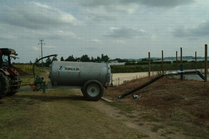 Tonne à eau destinée à récupérer les effluents de la fosse pour les épandre